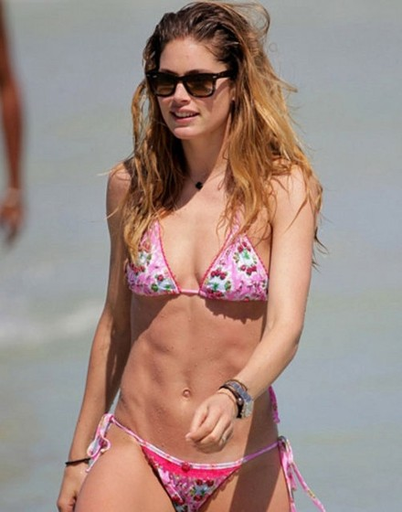 Pembe bikinili güzel... 3