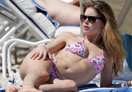 Pembe bikinili güzel... 5