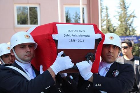 Şehit polis gözyaşlarıyla uğurlandı 1