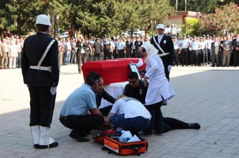 Şehit polis gözyaşlarıyla uğurlandı 2