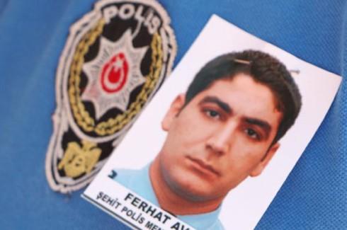 Şehit polis gözyaşlarıyla uğurlandı 4