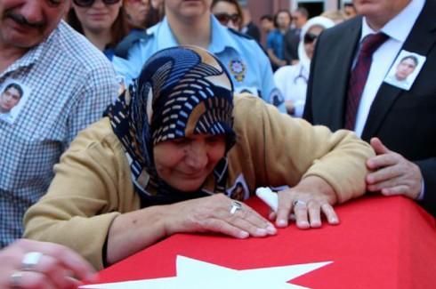 Şehit polis gözyaşlarıyla uğurlandı 6