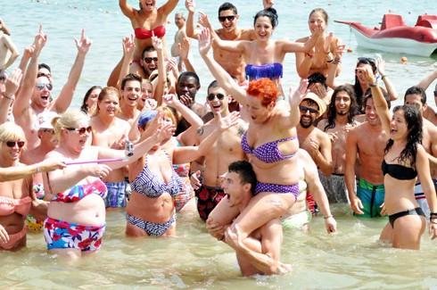 Bodrum sahillerinde çılgın eğlenceler 10