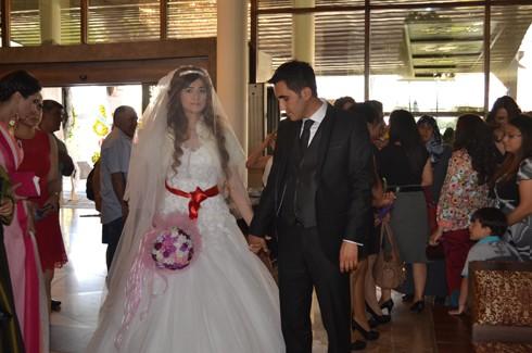 Şoför ve korumanın evliliğe uzanan aşkı 5