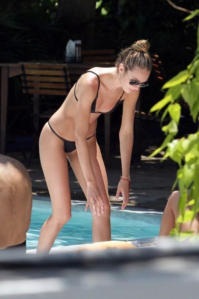 Victoria's Secret meleği tatilde büyüledi 6