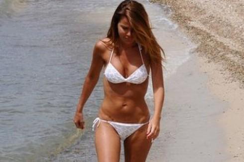 Beyaz bikinisiyle Bodrum'da nefesleri kesti 5