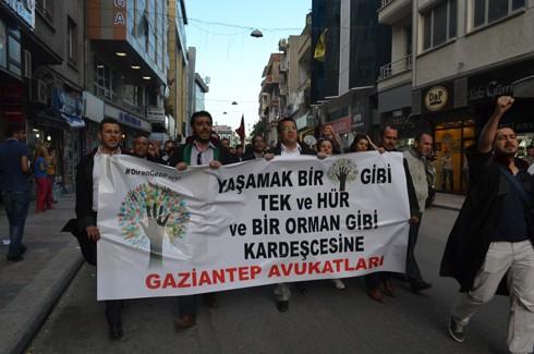 Avukatlardan protestoculara destek  15