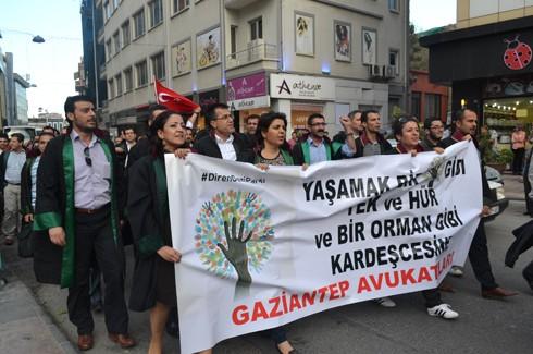 Avukatlardan protestoculara destek  17