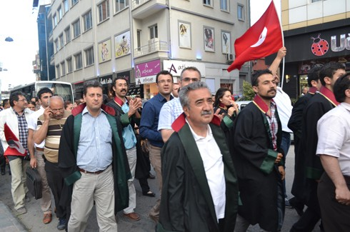 Avukatlardan protestoculara destek  5