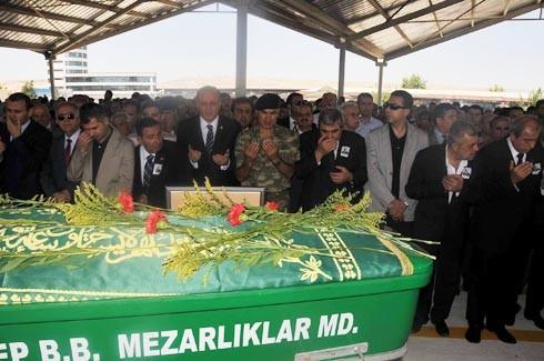 Saip Konukoğlu son yolculuğuna uğurlandı. 5