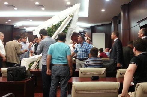Gazeteciler kongresinde Gazetecilere saldırı!.. 11