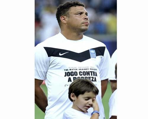 Profesyonel futbolculardan, Brezilya'daki yoksulluğa yardım 2