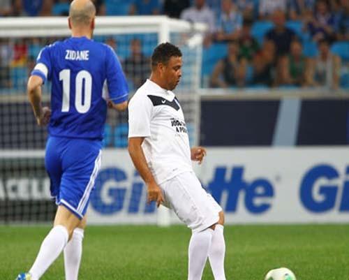 Profesyonel futbolculardan, Brezilya'daki yoksulluğa yardım 4