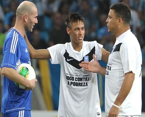 Profesyonel futbolculardan, Brezilya'daki yoksulluğa yardım 5