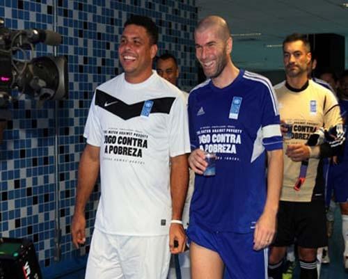 Profesyonel futbolculardan, Brezilya'daki yoksulluğa yardım 7