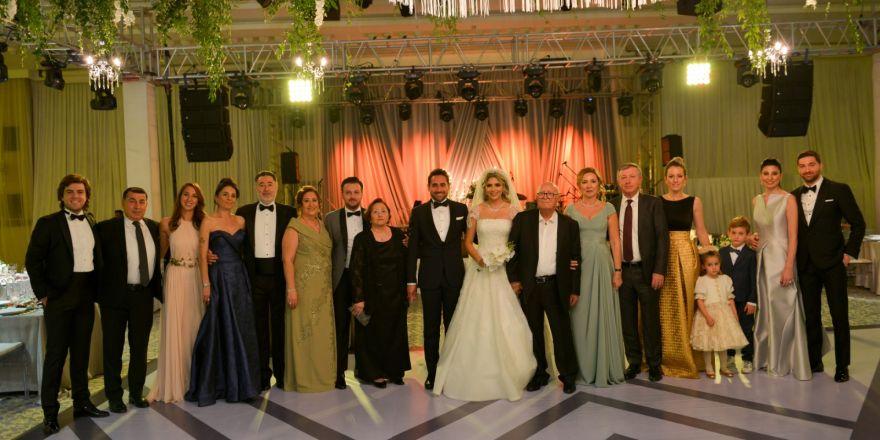 Bu düğün başka düğün