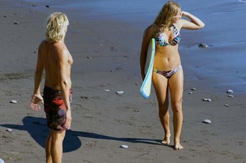 Sörf yaparak dikkat çektiler 2