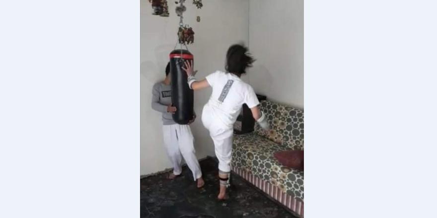Taekwondocular evde çalışıyor