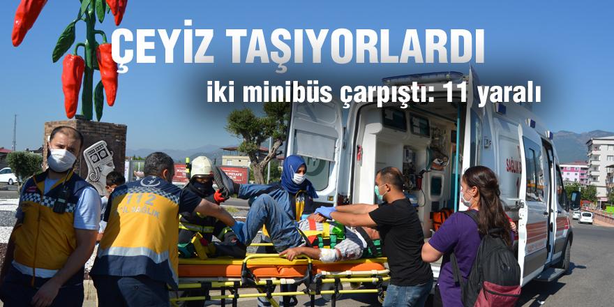 Gaziantep'te iki minibüs çarpıştı: 11 yaralı