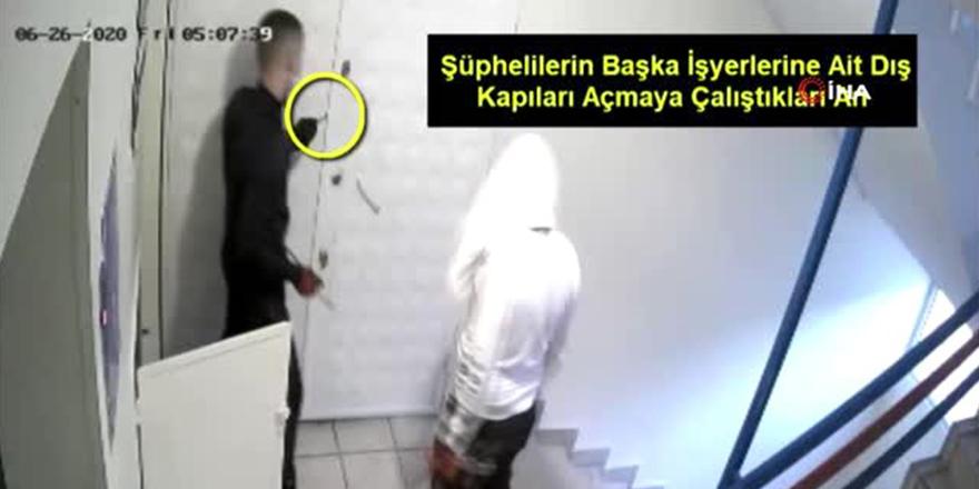Cerrahi maskeli hırsızlık