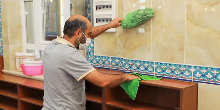Camilerde temizlik dönemi