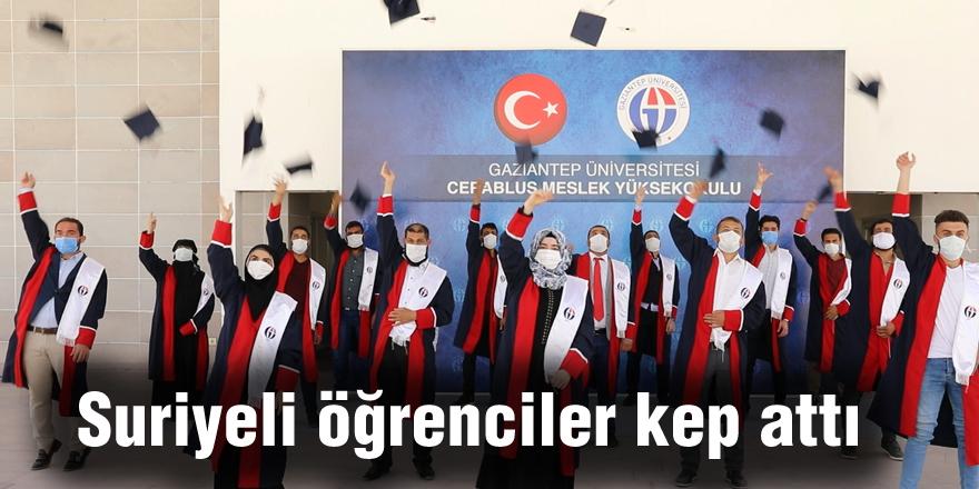Suriyeli öğrenciler kep attı