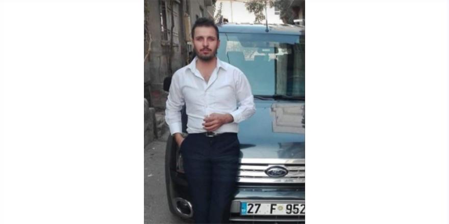 Devrilen otomobilin sürücüsü öldü