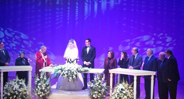 Koçer kızını evlendirdi
