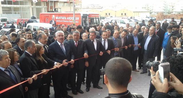 300 kişi MHP\'ye geçti