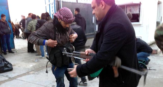 Silahlarıyla sığındılar