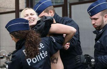 FEMENden Putine Stalin protestosu