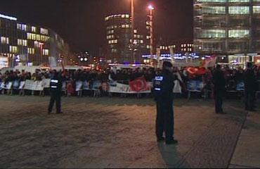 Başbakan Erdoğana Berlinde coşkulu karşılama