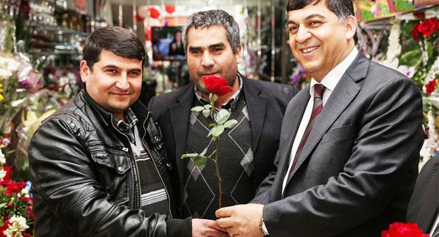 Fadıloğlu güllerle karşılandı