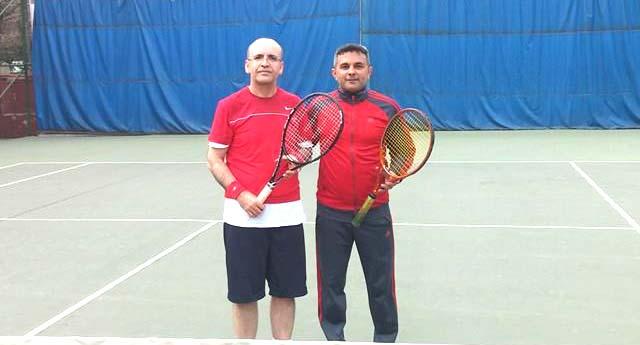 Bakan Şimşek tenis oynadı