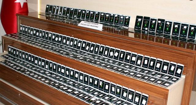Bin 706 adet kaçak telefon