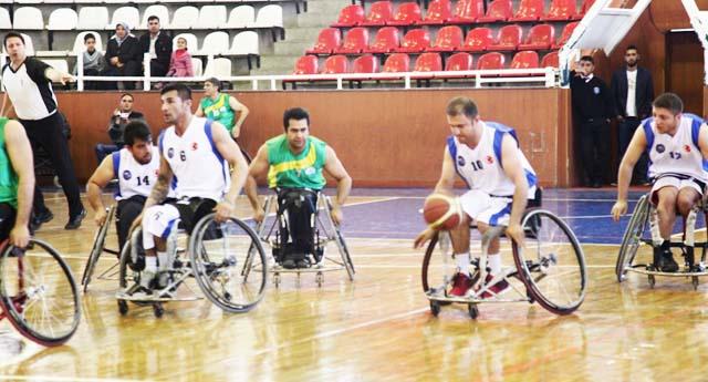 Engelli basketbolcular ayakta alkışlanıyor