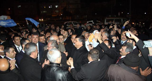 Ak Parti'den zafer kutlaması