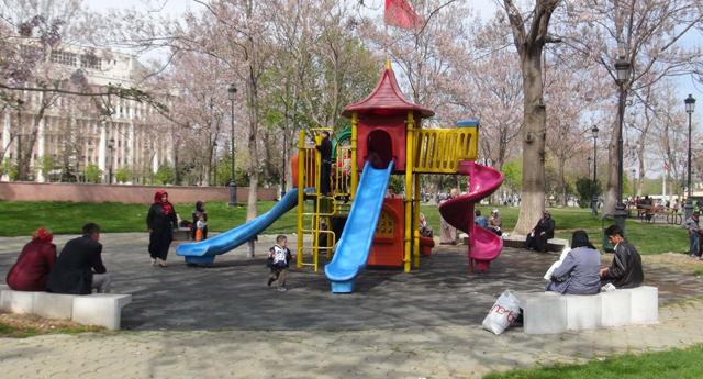 Çocuklar parka akın etti
