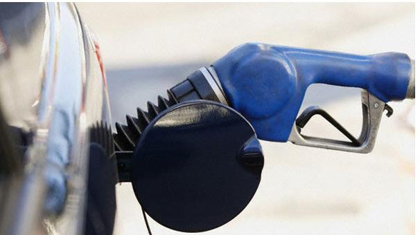 Benzine zam, motorine indirim