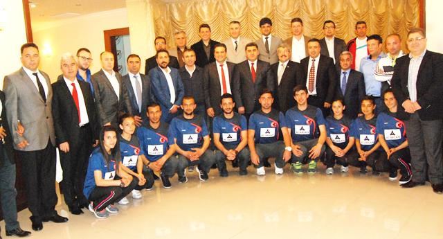 Ali Gezer şampiyonlarla tanıştı