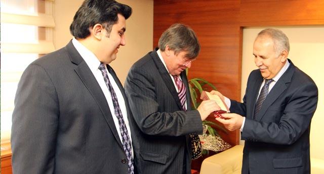 Büyükelçi Vali Ata'yla buluştu