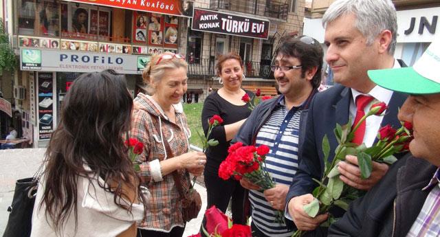 Dünya'nın çiçeğini dağıttılar