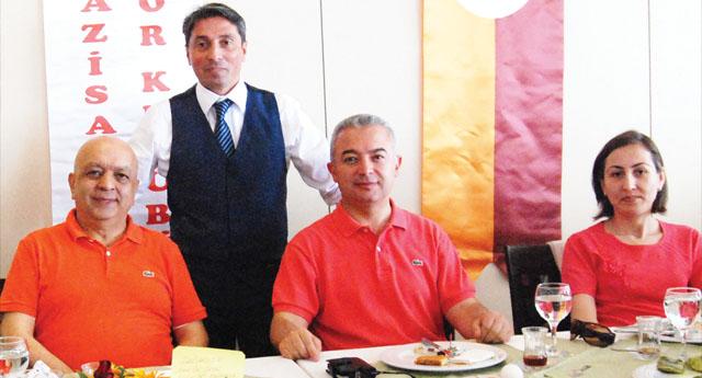 Galatasaray futbol okulu anneleri unutmadı