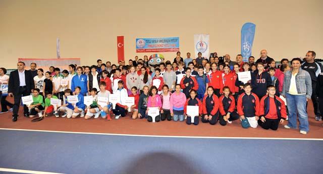 Tenisçiler Trabzon'da yarışacak