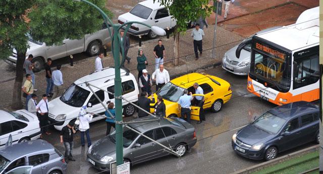 Trafikte hasarlı kavga