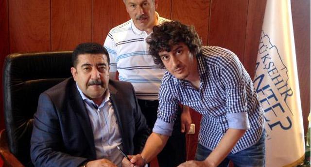 Büyükşehir'de Özgür Öçal imzaladı