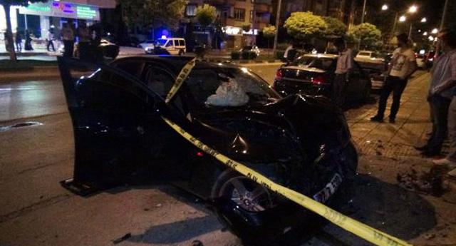 Çılgın sürücü öldürdü yaraladı