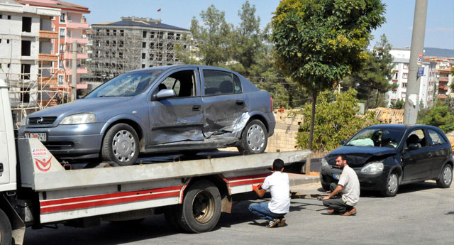 Kavşakta kaza;2 Yaralı