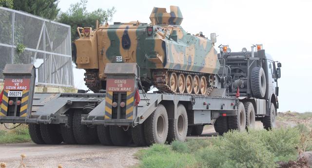 Taşıyıcı ve askeri araç sınıra ulaştı
