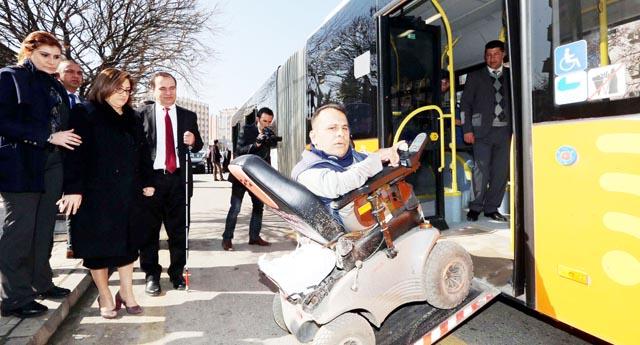 Şahin engelsiz otobüste yolculuk yaptı